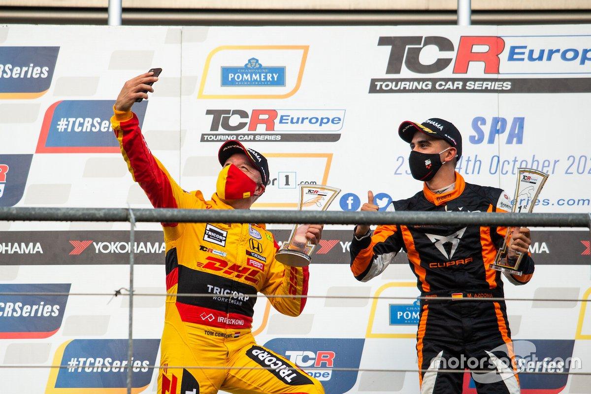 Pepe Oriola, Brutal Fish Racing Team, Honda Civic Type R TCR e Mikel Azcona, Volcano Motorsport, Cupra TCR festeggiano sul podio