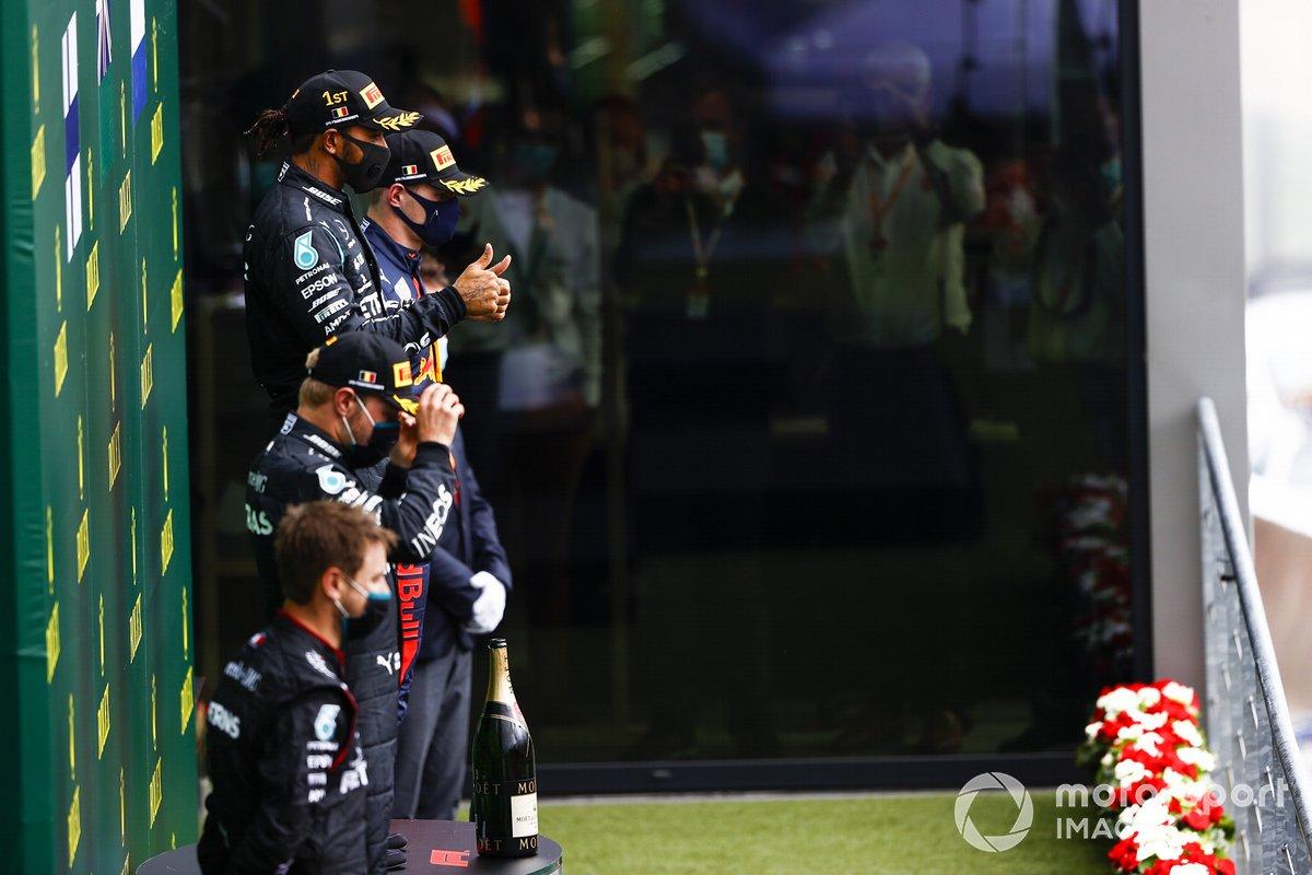 Podio: ganador Lewis Hamilton, Mercedes-AMG F1, segundo lugar Valtteri Bottas, Mercedes-AMG F1, y tercer lugar Max Verstappen, Red Bull Racing