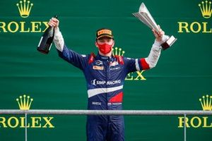 Race Winner Robert Shwartzman, Prema Racing celebrates on the podium with the trophy and the champagne