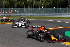 Max Verstappen, Red Bull Racing RB16, Daniil Kvyat, AlphaTauri AT01,
