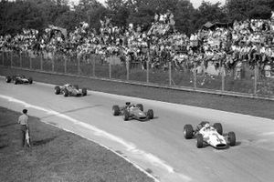 John Surtees, Honda RA300, leads Bruce McLaren, McLaren M5A BRM, and Chris Amon, Ferrari 312