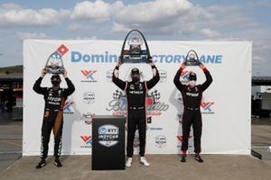 Podio: ganador Patricio O'Ward, Arrow McLaren SP Chevrolet, ganador Josef Newgarden, Team Penske Chevrolet, tercer lugar Will Power, Team Penske Chevrolet
