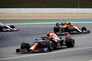 Alex Albon, Red Bull Racing RB16, Lando Norris, McLaren MCL35, e Sergio Perez, Racing Point RP20