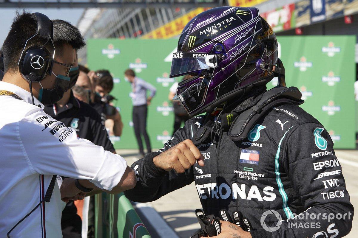 Lewis Hamilton, Mercedes-AMG F1, festeggia la pole al Parc Ferme