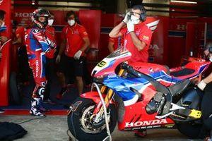 Alvaro Bautista, Team HRC en el garaje después de no hacer la salida