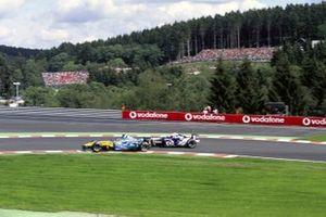 Jarno Trulli, Renault R24 en Juan Pablo Montoya, Williams FW26 BMW