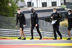 Nicholas Latifi, Williams Racing walks the track with his engineers