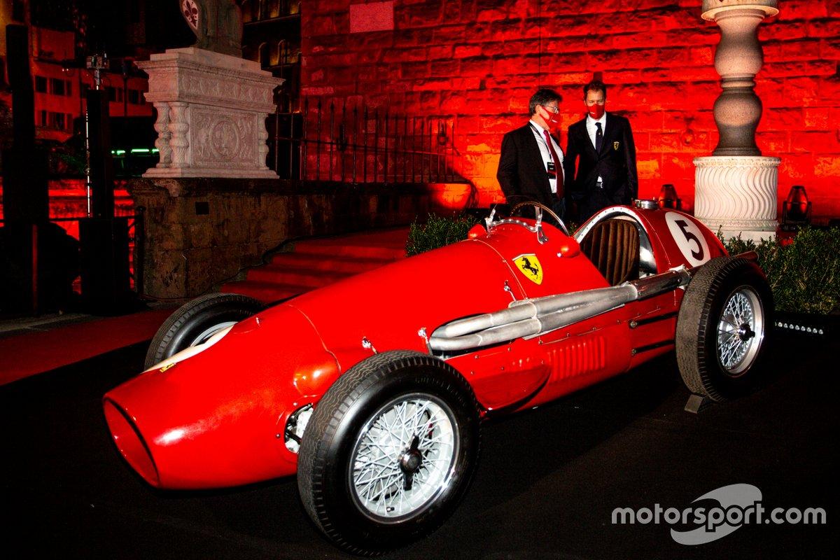 Sebastian Vettel, Ferrari with con Camilleri, CEO de Ferrari