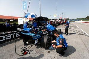 Felix Rosenqvist, Chip Ganassi Racing Honda, crew