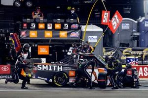 Chandler Smith, Kyle Busch Motorsports, Toyota Tundra JBL/Smith General Contracting pit stop
