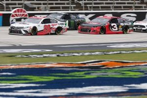 Erik Jones, Joe Gibbs Racing, Toyota Camry Sport Clips Austin Dillon, Richard Childress Racing, Chevrolet Camaro Dow Sullair