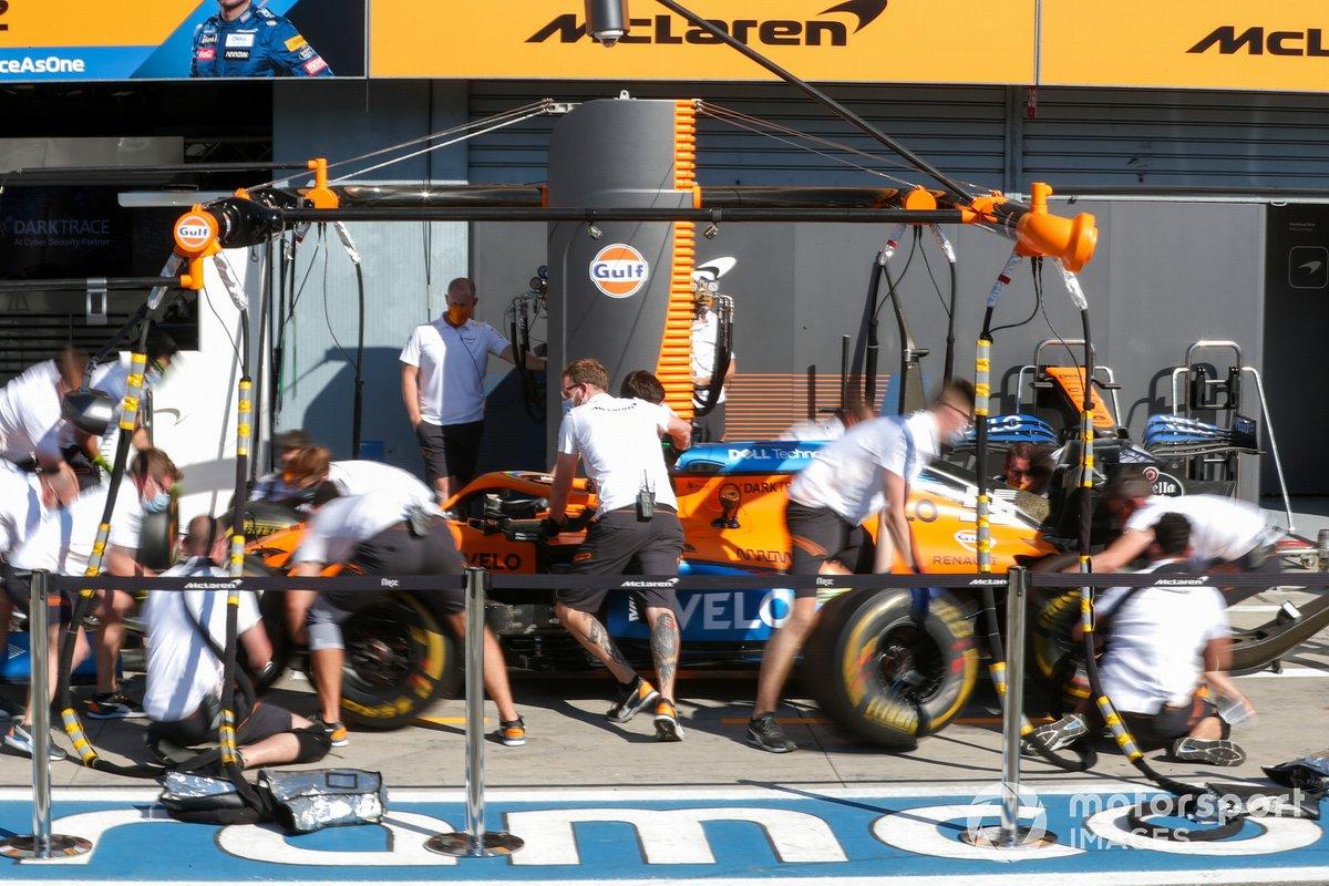 McLaren practica un pit stop