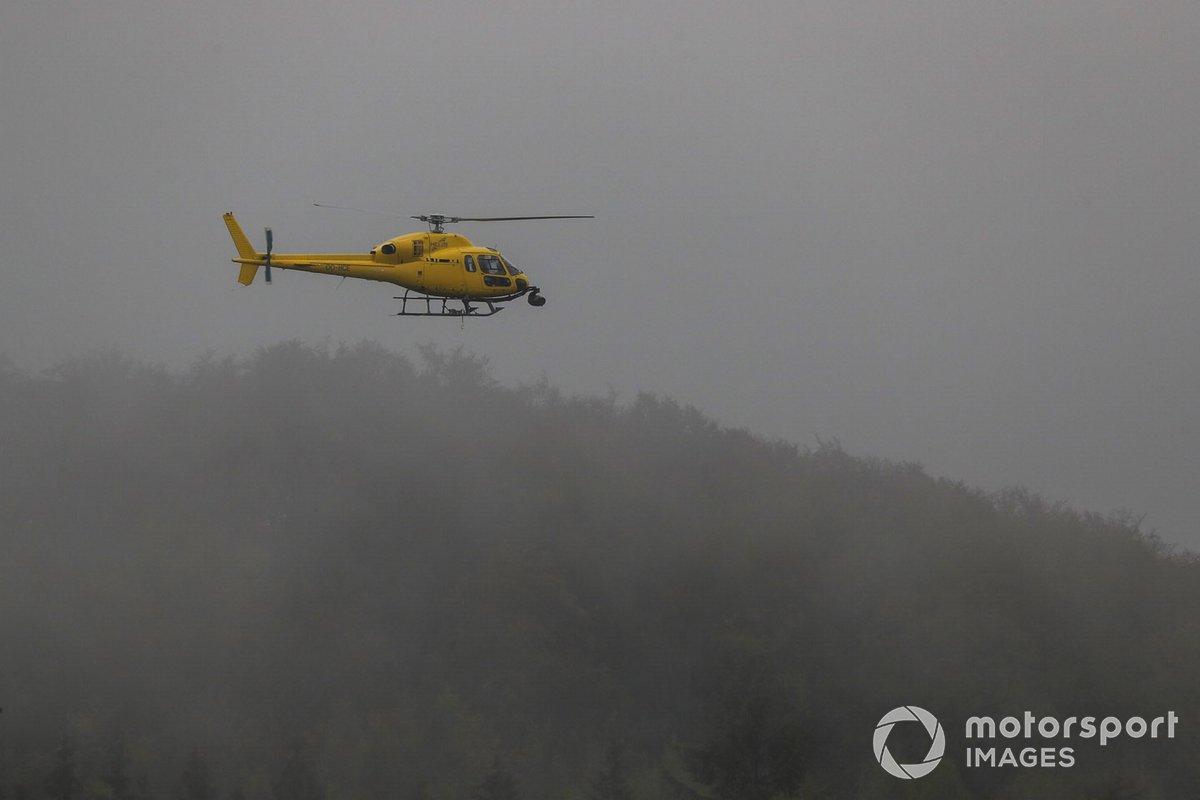Un helicóptero sobrevuela el circuito