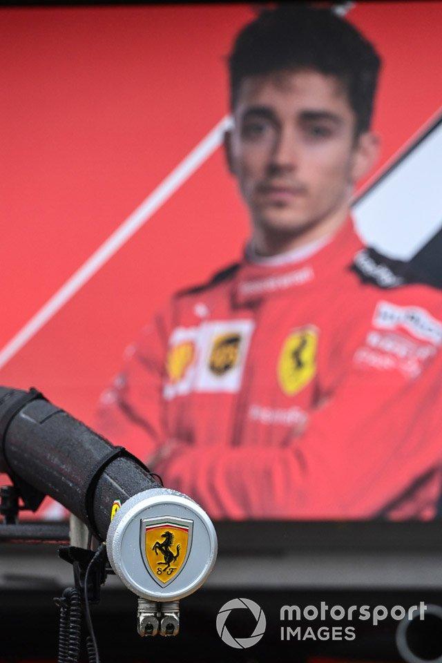 Оборудование Ferrari на пит-лейне
