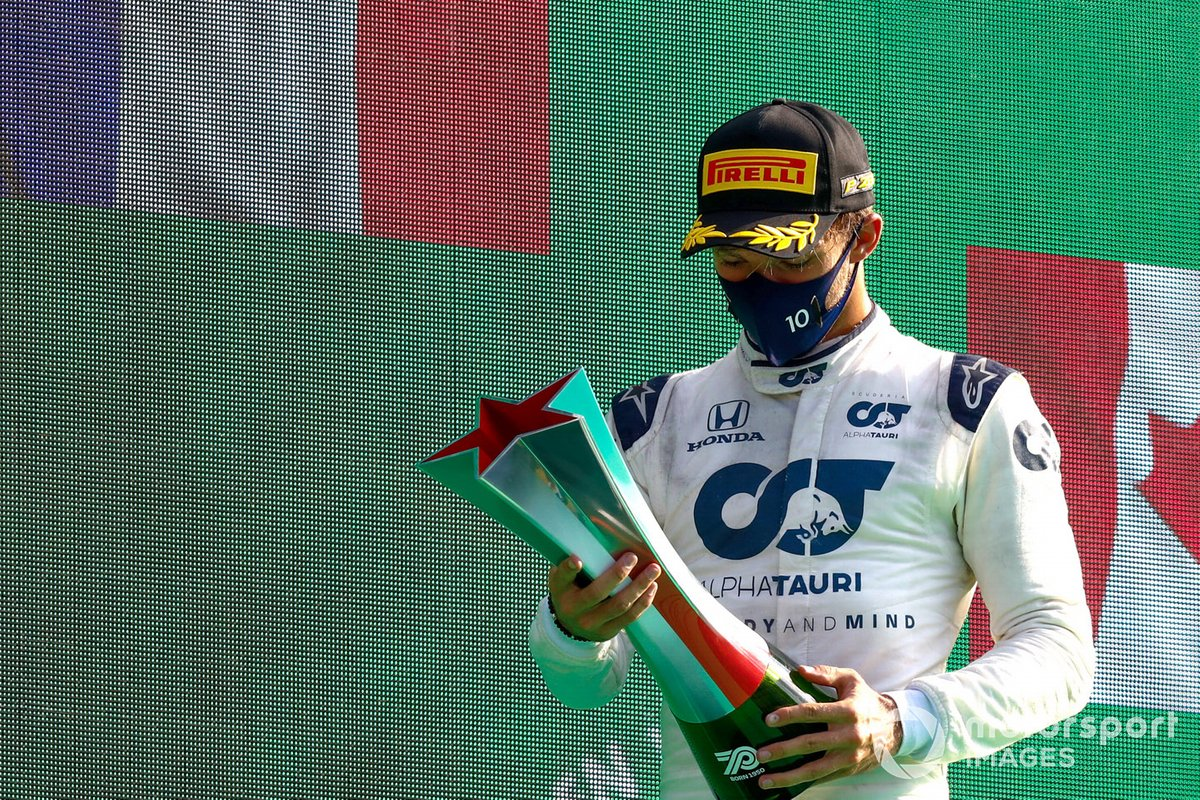 Pierre Gasly, AlphaTauri, 1st position, with his trophy