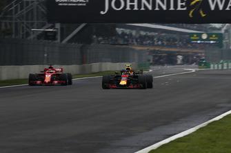 Max Verstappen, Red Bull Racing RB14 en Sebastian Vettel, Ferrari SF71H