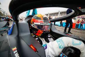 Stoffel Vandoorne, HWA Racelab, VFE-05 on the grid