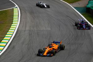 Fernando Alonso, McLaren MCL33, leads Brendon Hartley, Toro Rosso STR13, and Charles Leclerc, Sauber C37