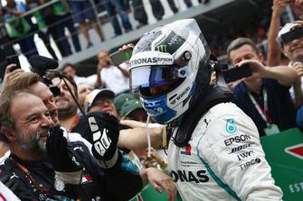 Valtteri Bottas, Mercedes AMG F1 W09 EQ Power+ celebrates with his mechanics in Parc Ferme