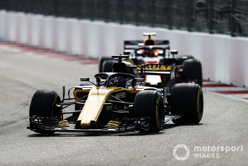 Nico Hulkenberg, Renault Sport F1 Team R.S. 18, lidera a Max Verstappen, Red Bull Racing RB14