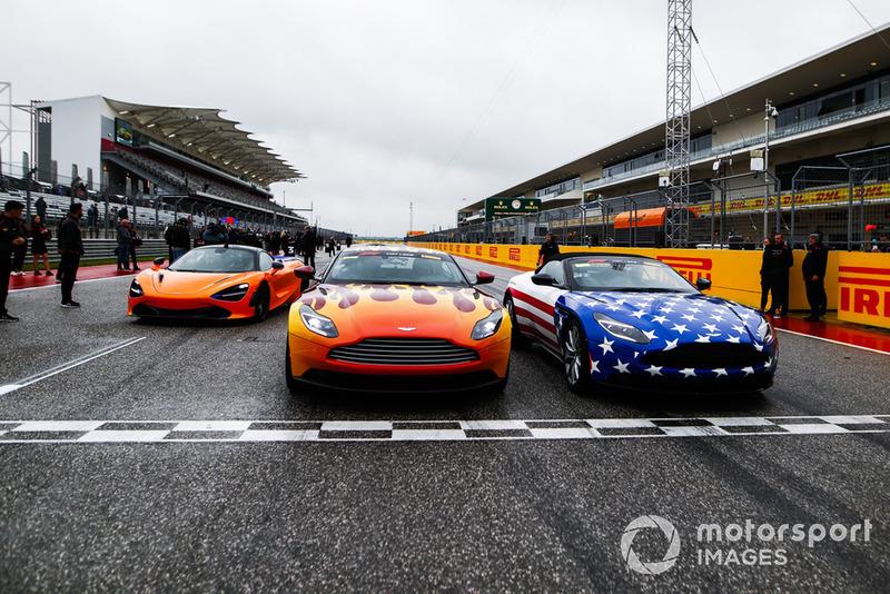 Les voitures du Pirelli Hot Laps sur la piste