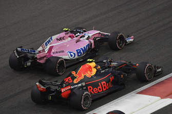Esteban Ocon, Racing Point Force India VJM11 lotta con Max Verstappen, Red Bull Racing RB14