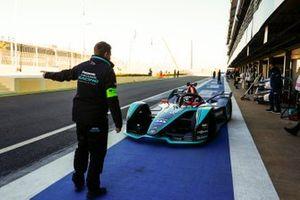 Mitch Evans, Jaguar Racing, Jaguar I-Type 3, dans la voie des stands