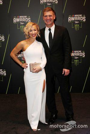 Clint Bowyer, Stewart-Haas Racing y su esposa Lorra