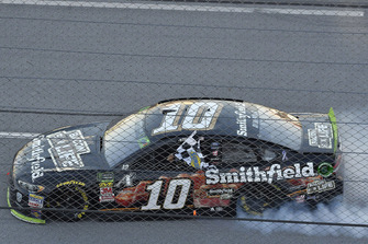 Aric Almirola, Stewart-Haas Racing, Ford Fusion Smithfield Bacon for Life celebrates his win