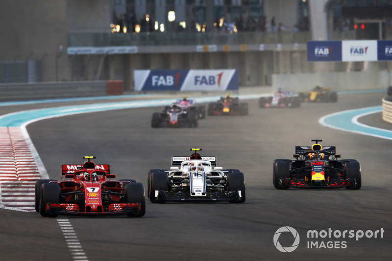 Kimi Raikkonen, Ferrari SF71H, Charles Leclerc, Sauber C37, and Daniel Ricciardo, Red Bull Racing RB14, battle at the start of the race