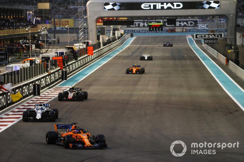 Fernando Alonso, McLaren MCL33, Lance Stroll, Williams FW41, Kevin Magnussen, Haas F1 Team VF-18, y Stoffel Vandoorne, McLaren MCL33