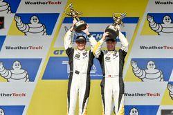 Подиум GTLM: победители гонки Антонио Гарсия, Ян Магнуссен, Corvette Racing