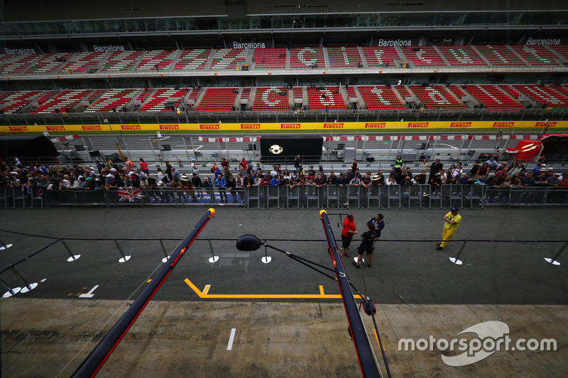Fans observe the pitlane walkabout and Red Bull Racing pit box boom