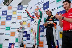 Podium : le vainqueur Maximilian Günther, Prema Powerteam Dallara F317 - Mercedes-Benz