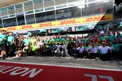 Race winner Lewis Hamilton, Mercedes AMG F1 and Valtteri Bottas, Mercedes AMG F1 celebrate, the team