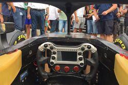 Coche FIA Fórmula 2 2018 vista de cabina