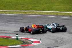 Daniel Ricciardo, Red Bull Racing RB13, passes Valtteri Bottas, Mercedes AMG F1 W08