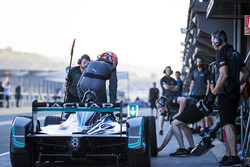 Nelson Piquet Jr., Panasonic Jaguar Racing, practices a pit stop