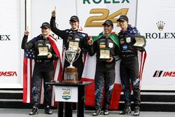 Ganador #10 Wayne Taylor Racing Cadillac DPi: Ricky Taylor, Jordan Taylor, Max Angelelli, Jeff Gordo