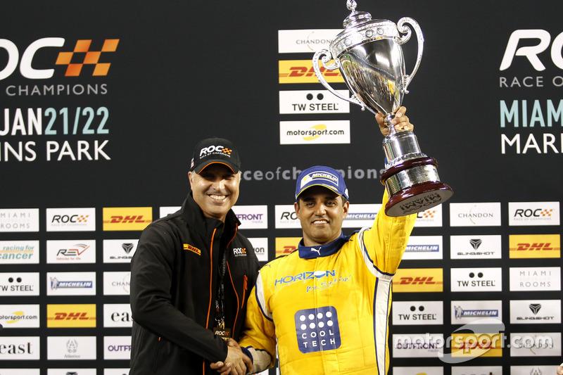 Podio: il vincitore della gara Juan Pablo Montoya