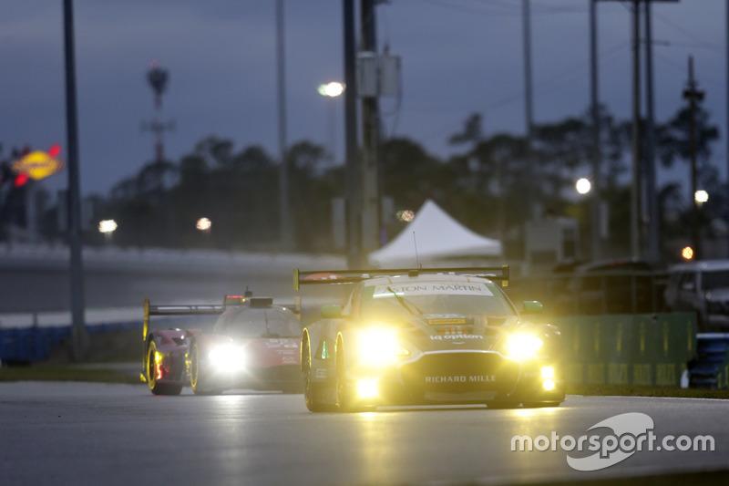 №98 Aston Martin Racing Aston Martin Vantage: Пол Далла Лана, Матиас Лауда, Педро Лами, Марко Сёренс