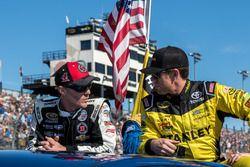 Kevin Harvick, Stewart-Haas Racing, Chevrolet; Carl Edwards, Joe Gibbs Racing, Toyota