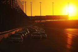 Kyle Larson, Chip Ganassi Racing Chevrolet leads a restart as the sun sets
