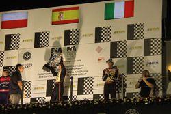 Hiltbrand con el trofeo de campeón del CIK FIA World Championship