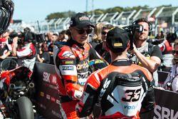 Le deuxième, Chaz Davies, Ducati Team, le troisième, Marco Melandri, Ducati Team