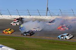 Jimmie Johnson, Hendrick Motorsports Chevrolet, crash