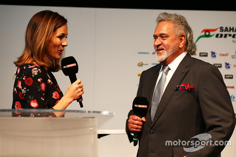 Natalie Pinkham mit Teambesitzer Vijay Mallya, Sahara Force India F1 Team