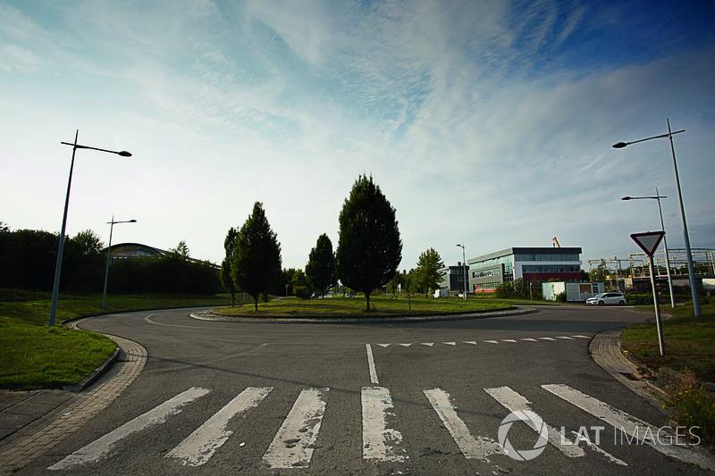 Место, ранее известное как прямая старт-финиш трассы «Нивель-Болер» в Бельгии