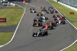 Départ : Lewis Hamilton, Mercedes AMG F1 W08 mène