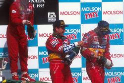 Podium : le vainqueur Jean Alesi, Ferrari, le second Rubens Barrichello, Jordan, le troisième Eddie Irvine, Jordan